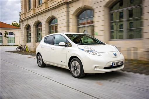 nissan leaf tekna 30kw 5d auto road test parkers. Black Bedroom Furniture Sets. Home Design Ideas