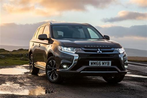 Plug In Hybrid Cars >> Mitsubishi Outlander PHEV 4hs 2.0 4WD auto 5d Road Test | Parkers