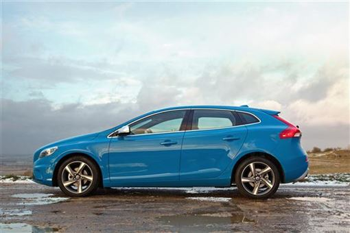volvo v40 hatchback t2 r design nav 5d road test parkers. Black Bedroom Furniture Sets. Home Design Ideas