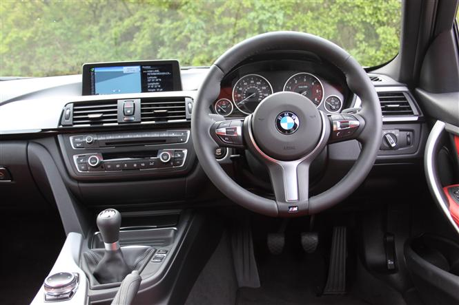 bmw 3 series saloon 318d m sport professional media 4d road test parkers. Black Bedroom Furniture Sets. Home Design Ideas