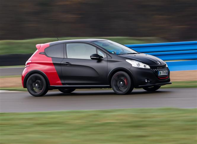 peugeot 208 gti 1 6 thp gti 30th 3d road test parkers. Black Bedroom Furniture Sets. Home Design Ideas