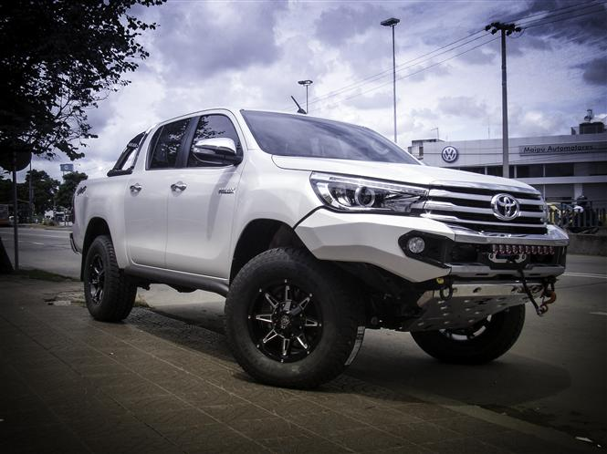 xtreme sales offers 2016 toyota hilux accessories parkers. Black Bedroom Furniture Sets. Home Design Ideas