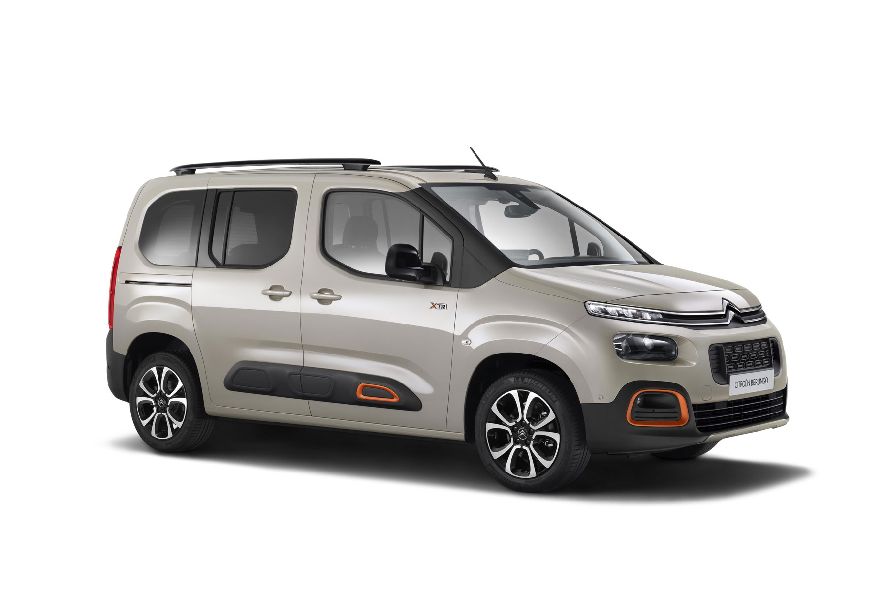 first official pictures details of 2018 citroen berlingo peugeot partner and vauxhall combo. Black Bedroom Furniture Sets. Home Design Ideas