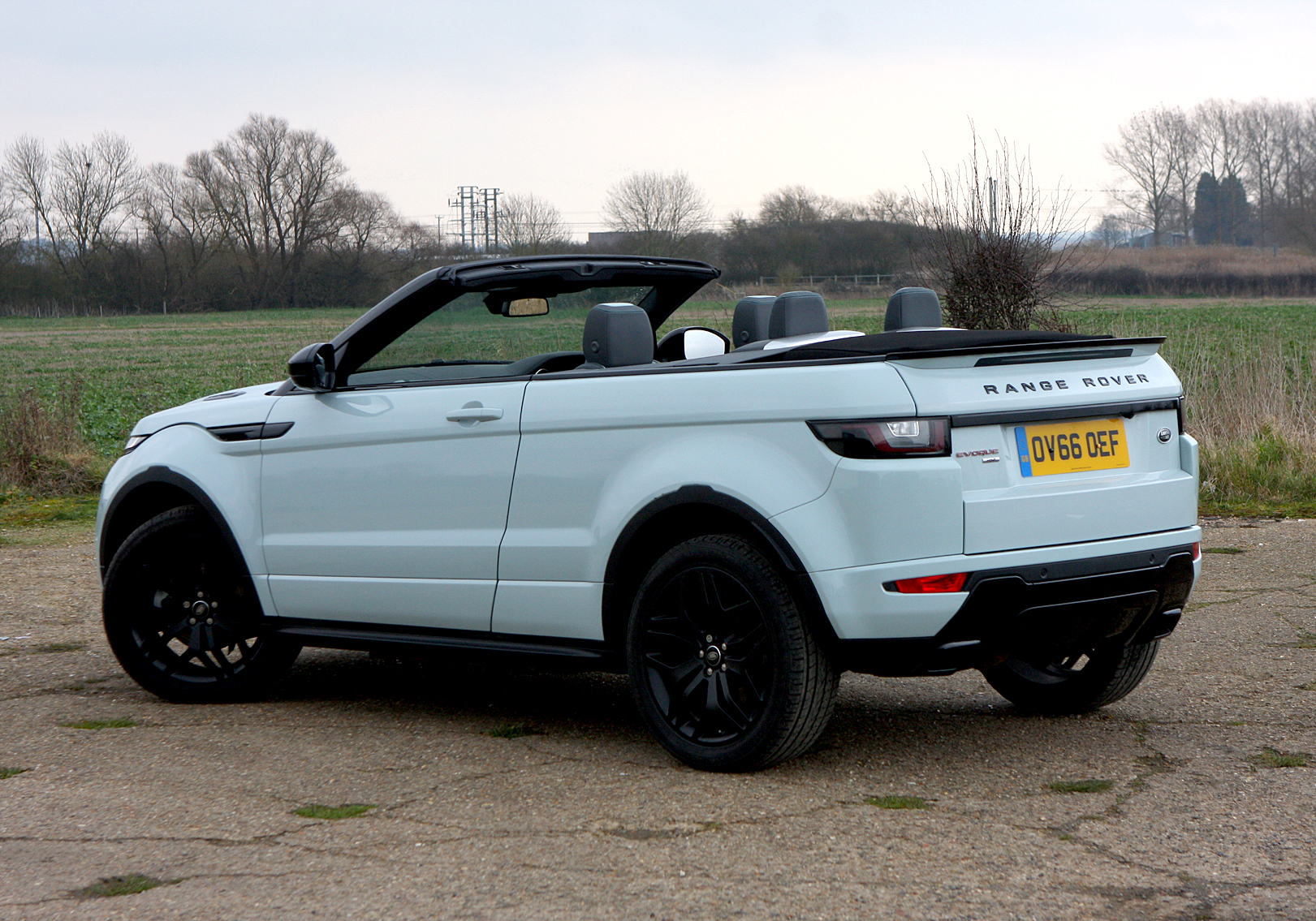 land rover range rover evoque convertible 2 0 td4 hse dynamic 2d auto road test parkers. Black Bedroom Furniture Sets. Home Design Ideas