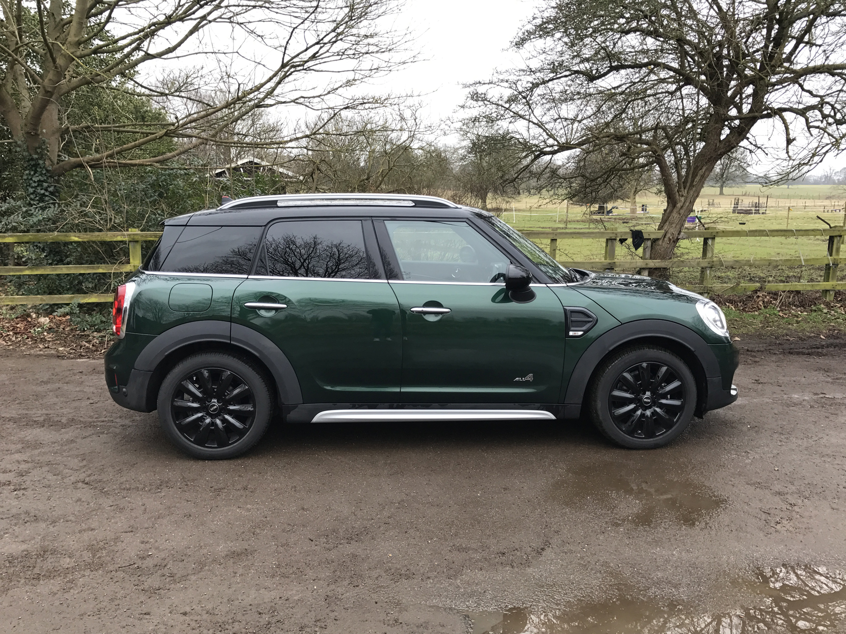 mini countryman suv cooper d all4 5d road test parkers. Black Bedroom Furniture Sets. Home Design Ideas