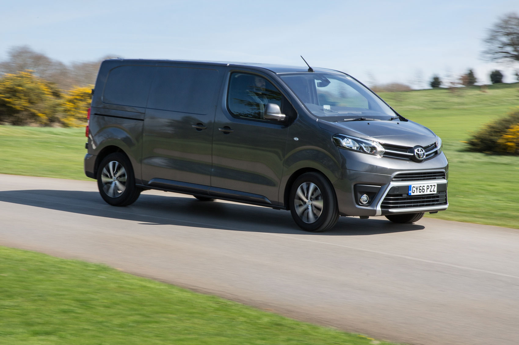 toyota proace mwb 1 6d 115bhp comfort van tss road test parkers. Black Bedroom Furniture Sets. Home Design Ideas
