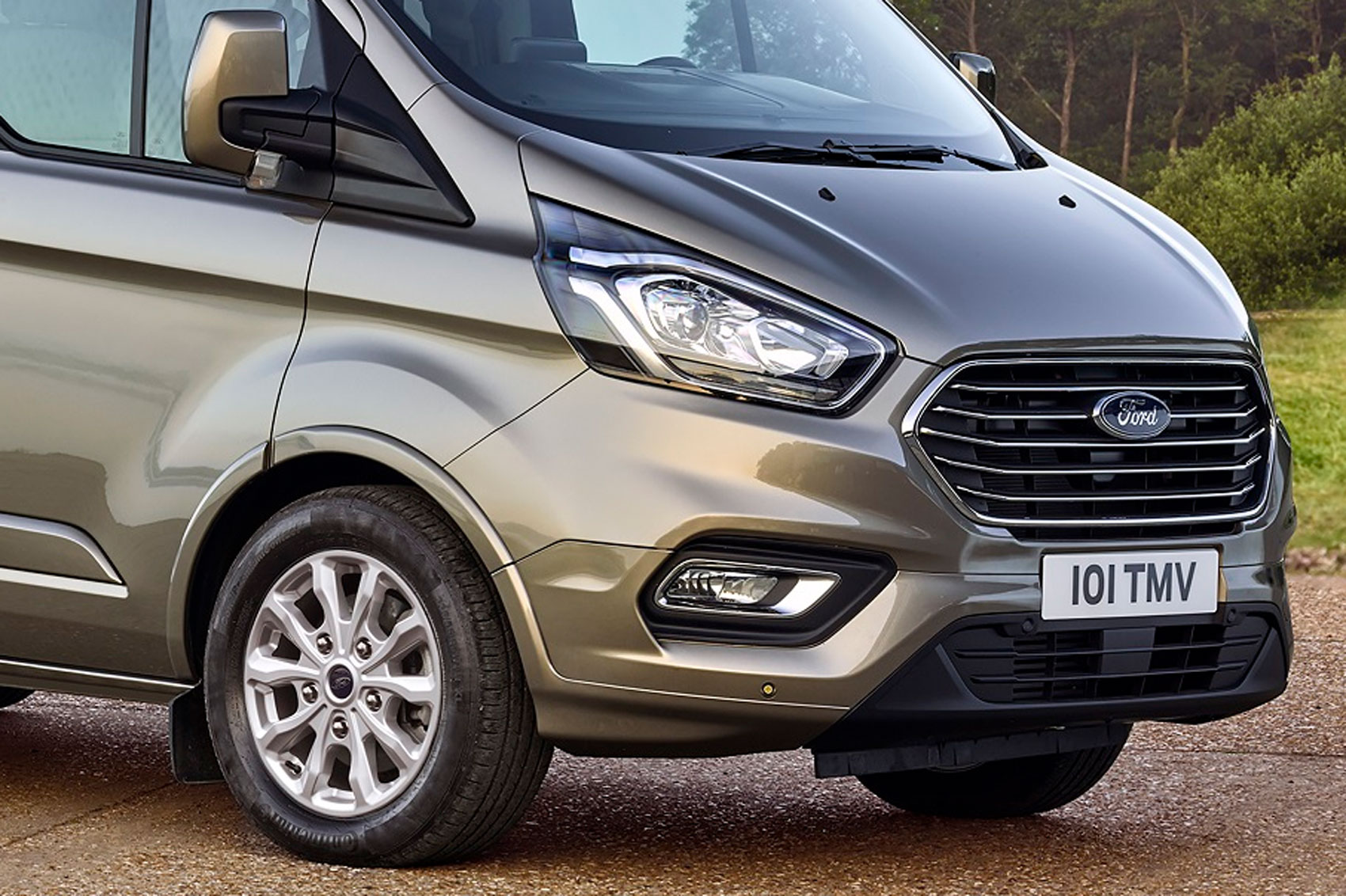 new ford transit custom for 2018 info and pictures of facelift for uk s best selling van parkers. Black Bedroom Furniture Sets. Home Design Ideas