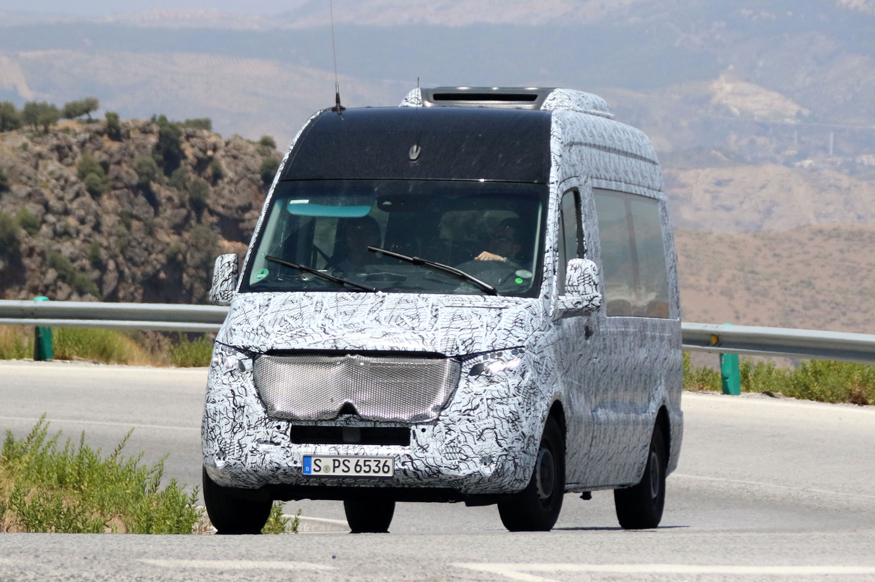 The minibuses based on the mercedes benz sprinter 2018 also gets to - 2018 Mercedes Benz Sprinter Spyshot Front
