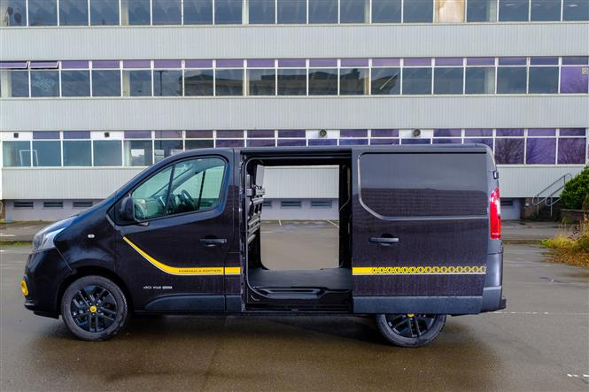 Renault Trafic Formula Edition review - side doors open