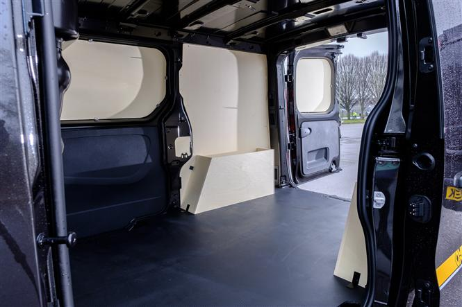 Renault Trafic Formula Edition review - load area side door