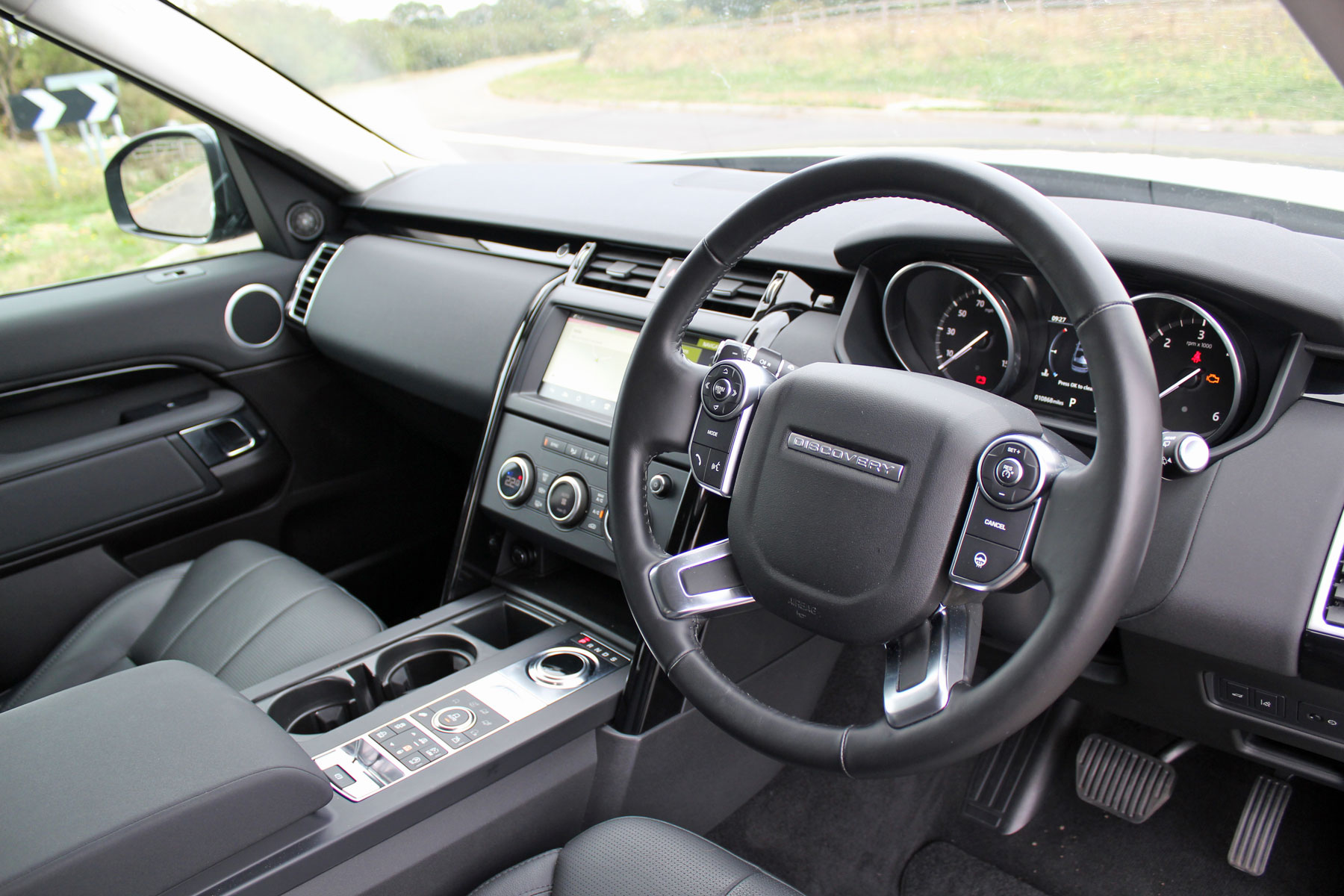 Land Rover Disovery interior