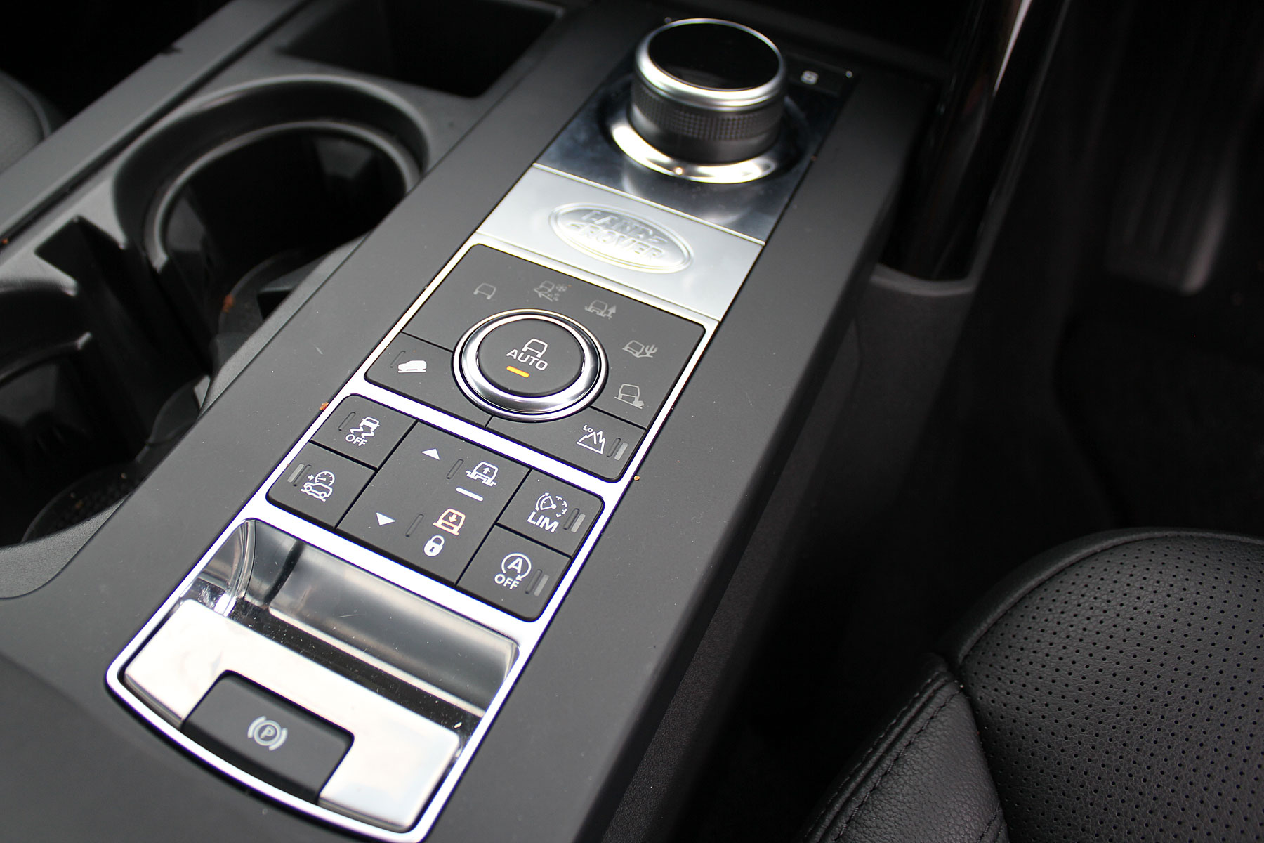 Land Rover Disovery driver's controls