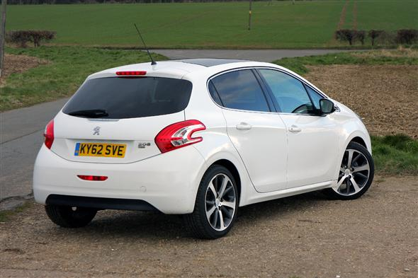 peugeot 208 hatchback 1 6 e hdi 115bhp feline 5d road test parkers. Black Bedroom Furniture Sets. Home Design Ideas