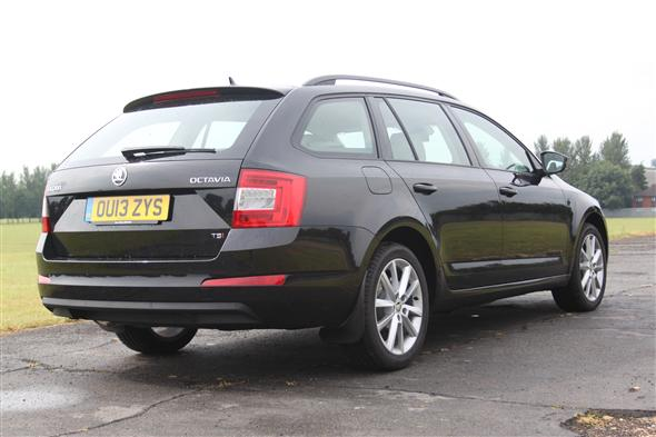 skoda octavia estate 1 4 tsi elegance 5d road test parkers. Black Bedroom Furniture Sets. Home Design Ideas